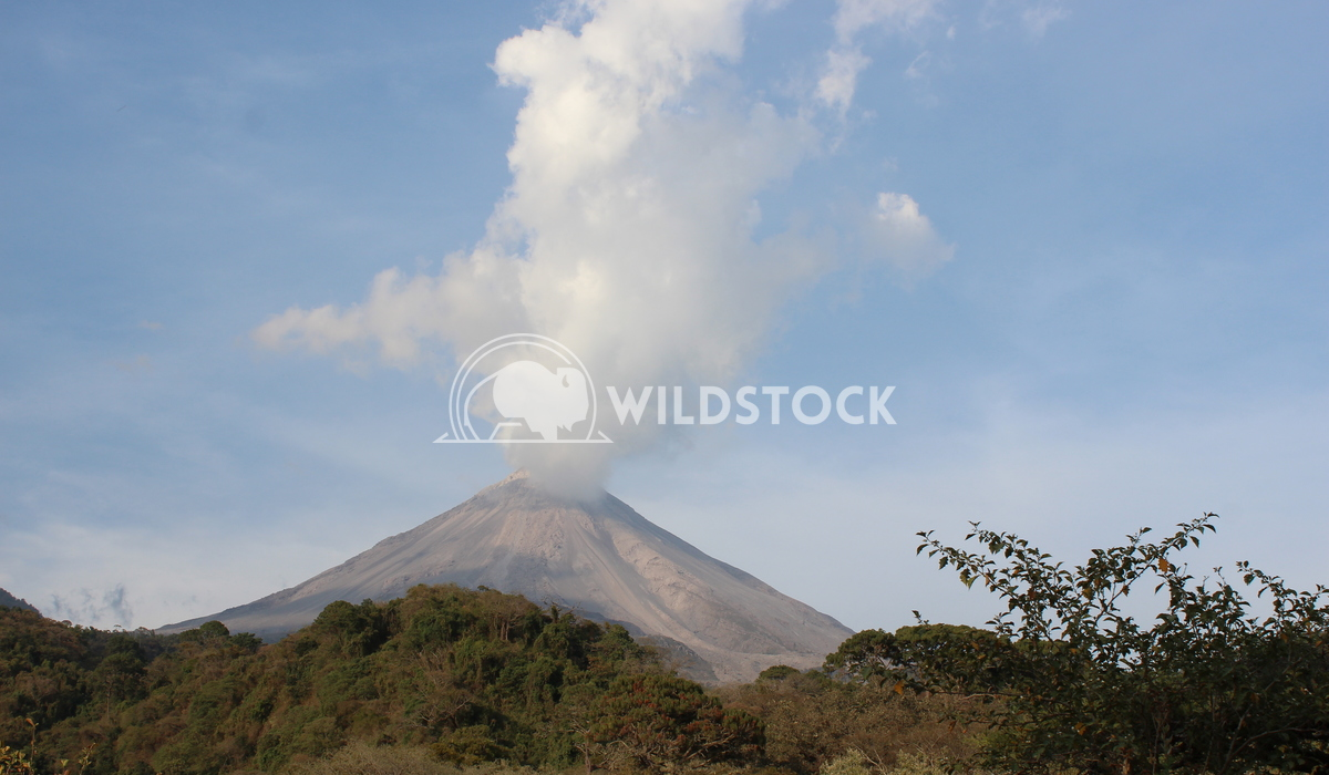 Volcano smoke Edwin Cruz